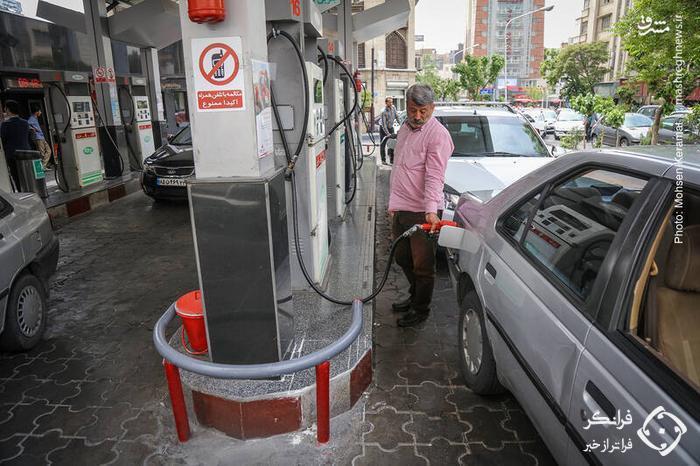 عکس /  صف طویل خودرو در پمپ بنزین ها